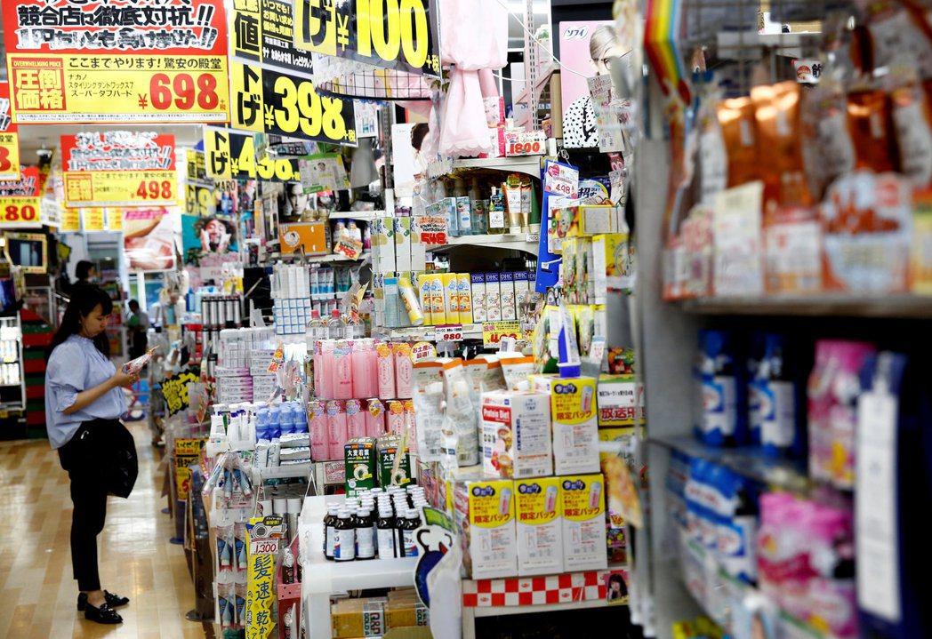 日本6月通膨觸及約兩年來的低點。  路透