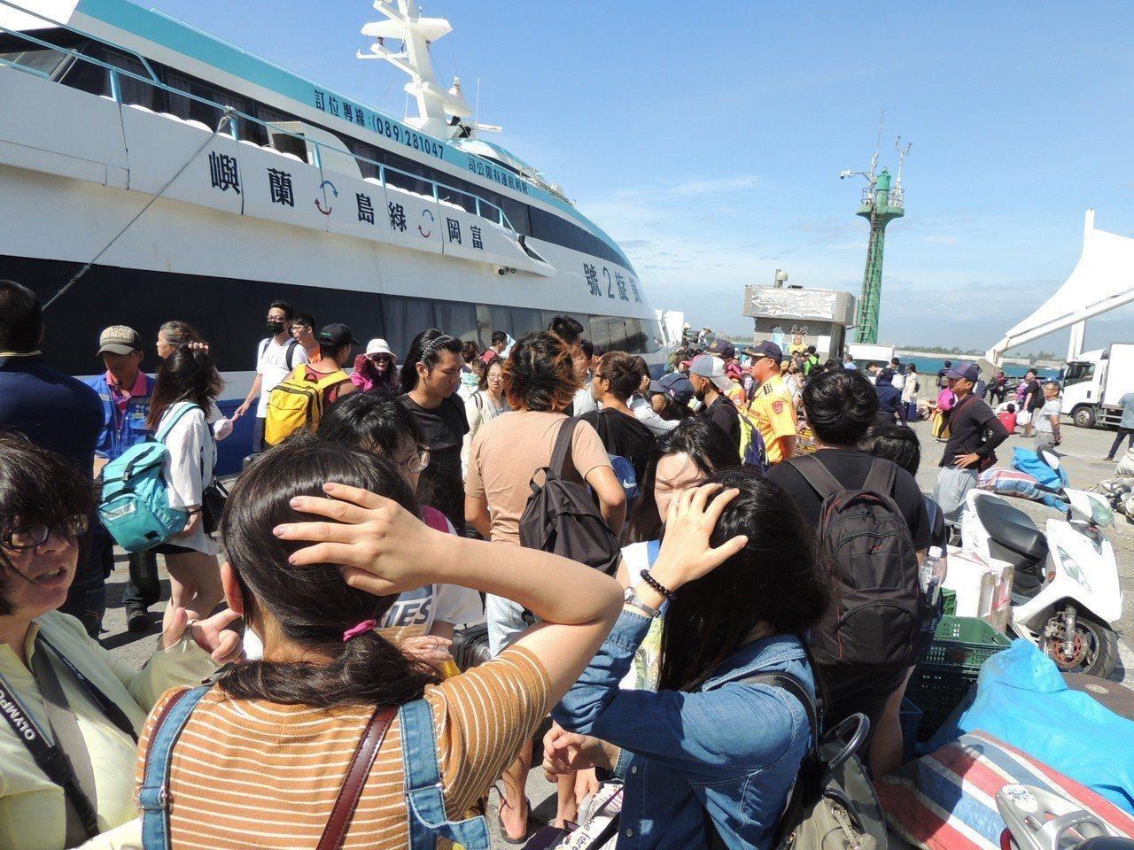 航港局表示,今共有五航線,計40航次停航。本報資料照片