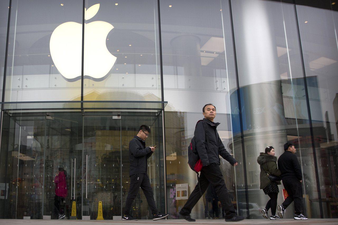 蘋果正與主要合作夥伴溝通將中國大陸生產的15%至30%分散到海外。(美聯社)