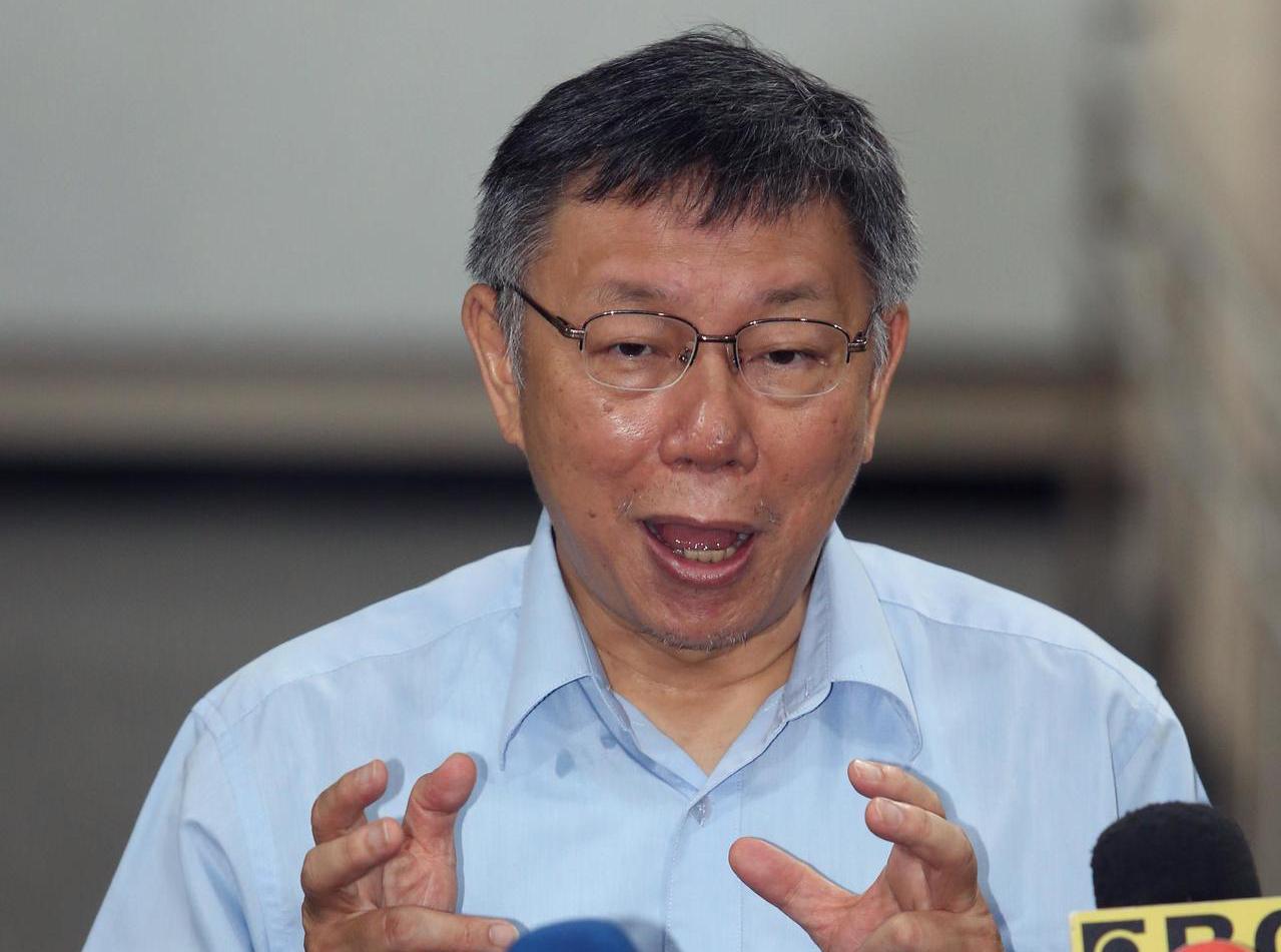 台北市長柯文哲連續多日砲火猛烈,上午受訪時說「台灣走到這個地步,只有草包跟菜包可...