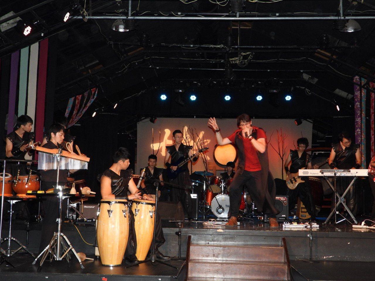 傳統鼓樂也能很搖滾,明晚結合法國流行樂團演出。記者周宗禎/攝影