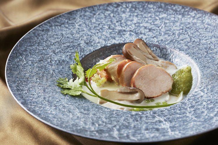 主廚Noom擅長以西式手法呈現傳統泰國菜的滋味。圖/台北喜來登提供
