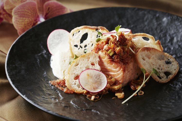 星廚不調整辣度,在台灣也能品嘗傳統泰式料理,圖為香煎鮭魚佐泰式辣醬。圖/台北喜來...
