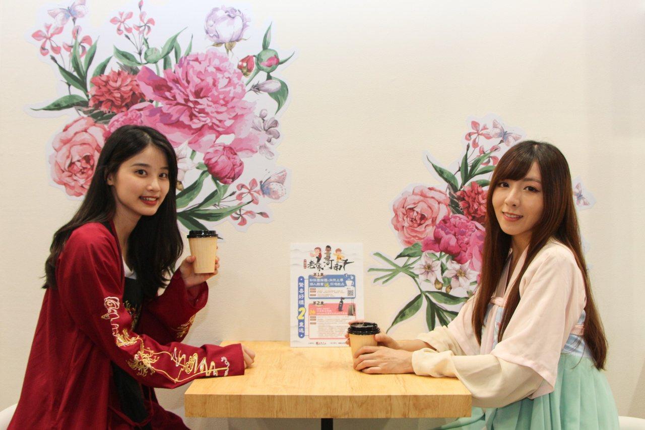 台北夏季旅展很有文青味!河南「快閃書店」吸引眾多網美們紛紛拍照打卡。圖/主辦單位...