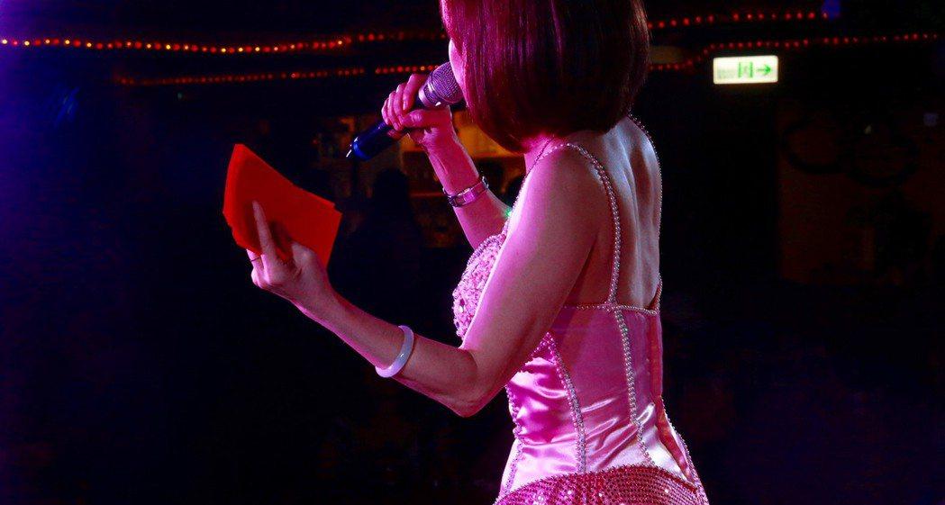 原本「紅包」是給捧場歌手的獎勵,而今成了「門票」,算是「做面子」給歌手。 記者黃...