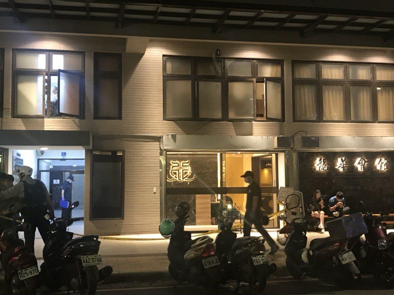 自稱從事軟體開發的吳姓男子,去年與張姓友人在新北市板橋知名禮儀公司「龍華會館」遭...