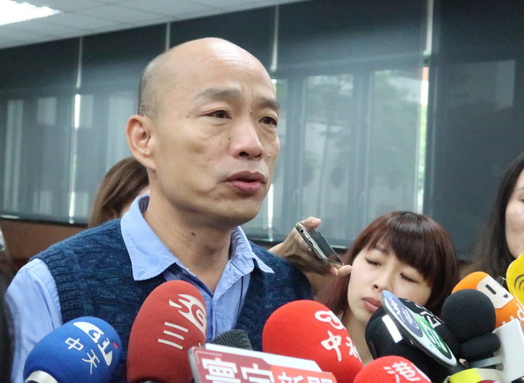 高雄市長韓國瑜拚市政重視下水道清淤,他表示,下一步讓全市18萬盞路燈照亮回家路。...