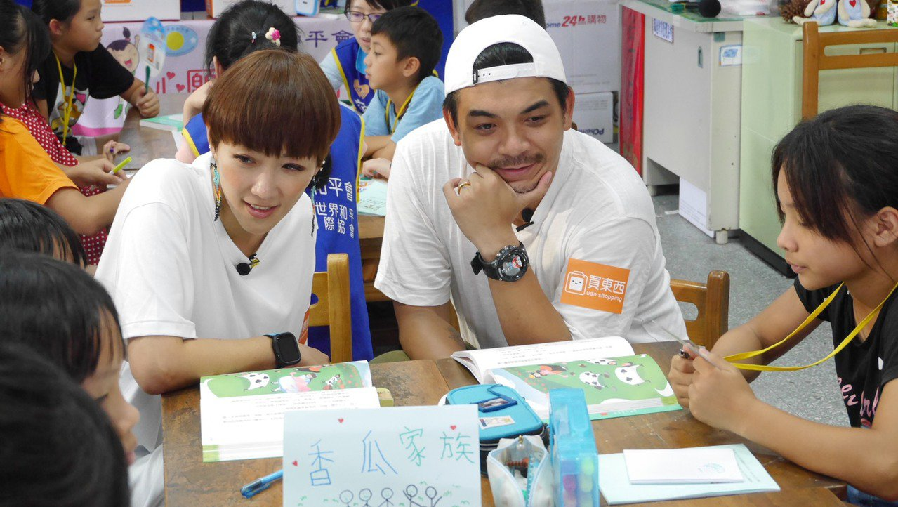 藝人gigi林如琦(左起)、史丹利鼓勵大坡國小學童勇敢追夢。圖/udn買東西提供