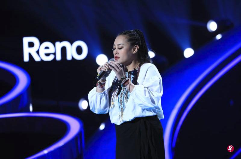 曾獲金曲獎最佳女歌手的紀曉君在「中國好聲音2019」選唱「偶然」。(新浪網)