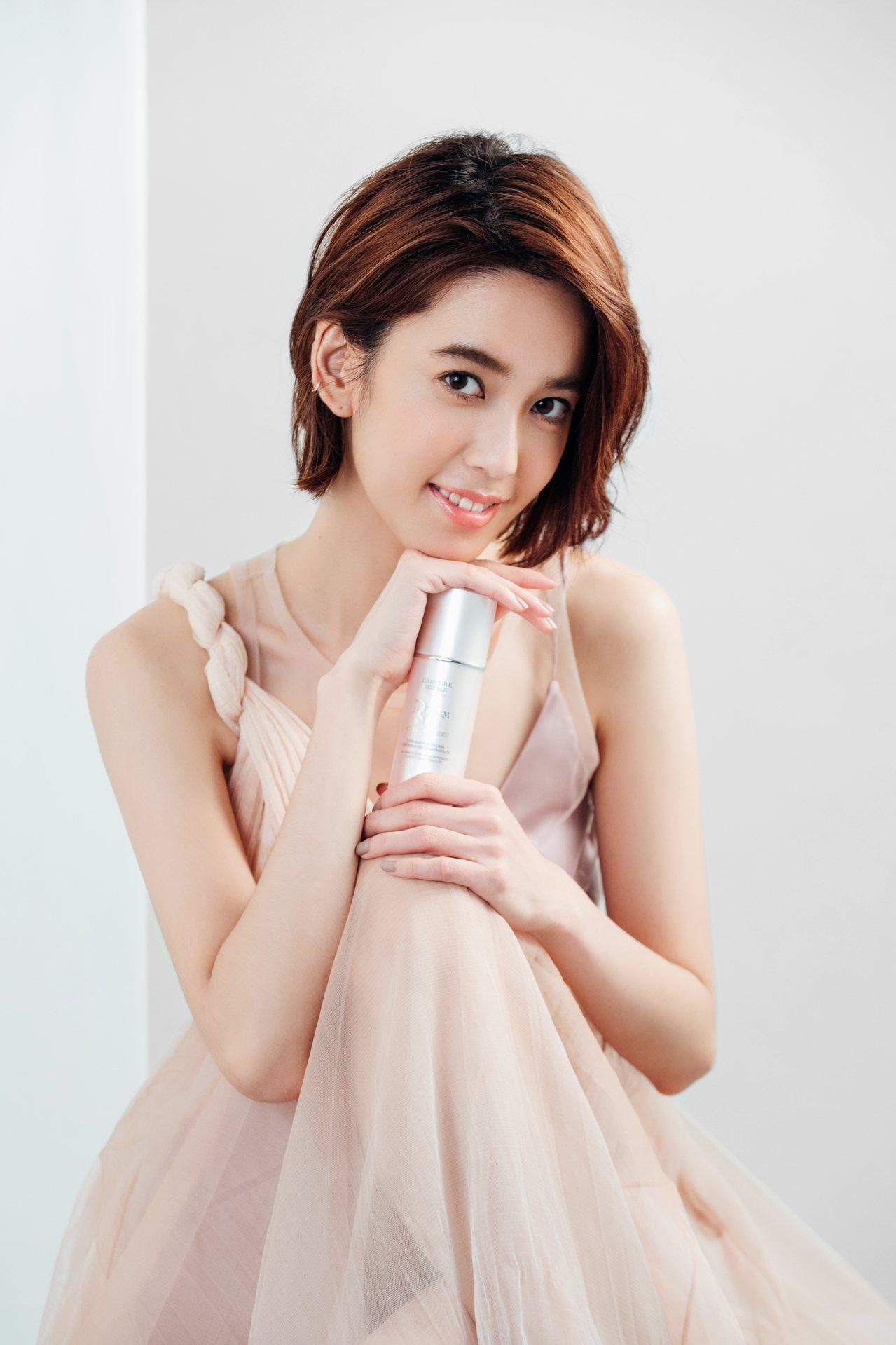 陳庭妮成為迪奧品牌摯友,為迪奧超級夢幻美肌萃拍攝形象大片。圖/迪奧提供