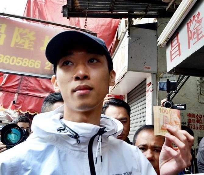 香港「幣少爺」於2018年12月涉於深水埗大廈天台撒鈔票,並事前在網上直播「錢可...