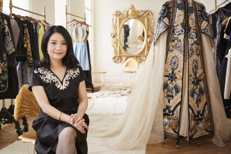蘇富比將與大陸「高訂時裝女王」郭培聯手合作。圖/蘇富比提供