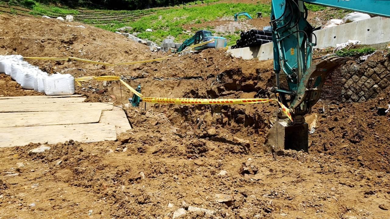 台北市大安區一處工地今天上午發生工人遭土石掩埋意外。記者李隆揆/翻攝