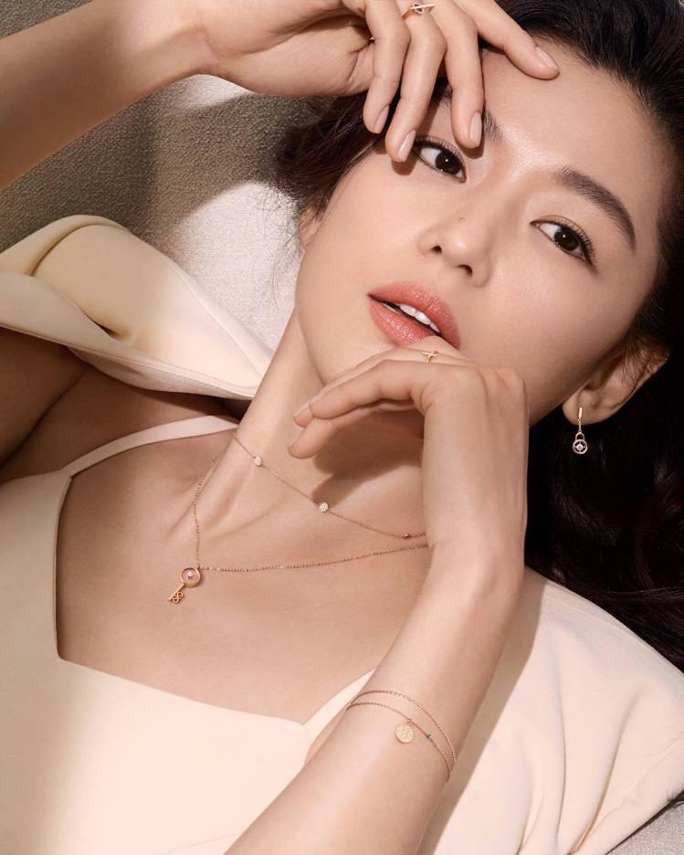南韓輕珠寶品牌「STONEHENgE」代言人全智賢。圖/摘自IG:STONEHE...