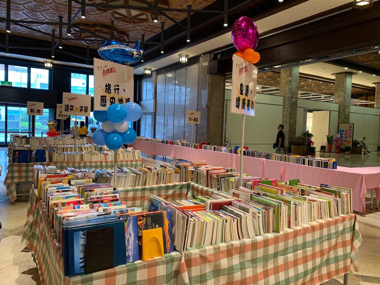 基隆市政府明天上午在在文化中心辦「好書交換活動」,民眾可拿家中的二手書兌換換書卡...