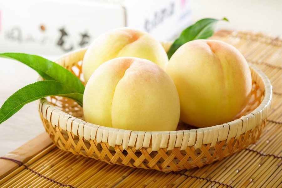 Breeze Super岡山清水白桃禮盒2kg 6-8顆,推薦價 6,000元。...