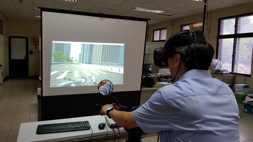 新竹市監理站與中華大學在新竹客運駕訓班架設機車駕駛訓練VR虛擬實境模擬器,8月1...