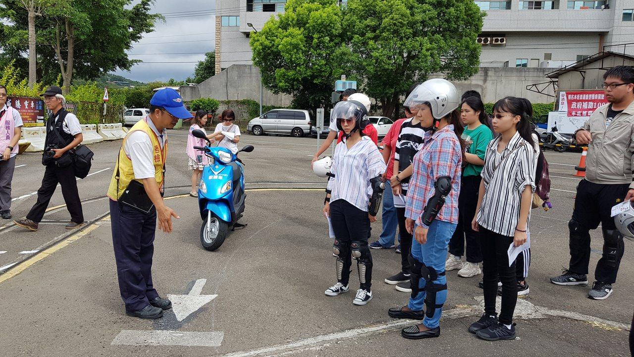 新竹客運駕訓班設有新竹市唯一的機車駕訓班,費用3千元,最高可補助2千元。記者黃瑞...
