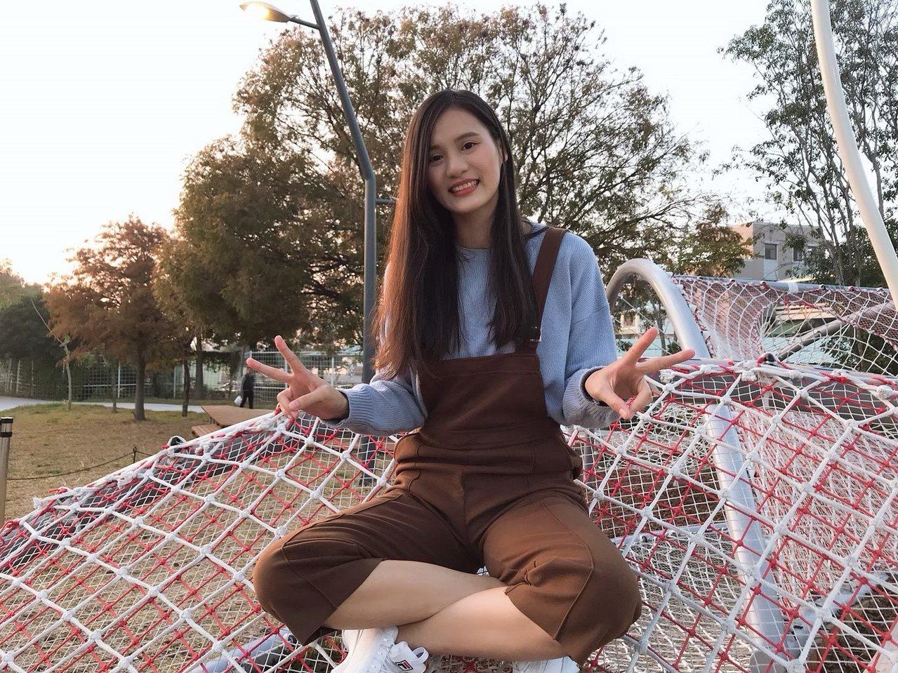 高雄科大會資系的廖靖宜,在畢業前夕撐過玩樂的誘惑,堅持到最後一刻,成了她應屆上榜...