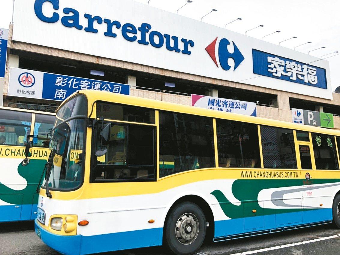 南投縣面積大、偏鄉又多,但公車班次少,縣民搭車相當不便。 記者江良誠/攝影