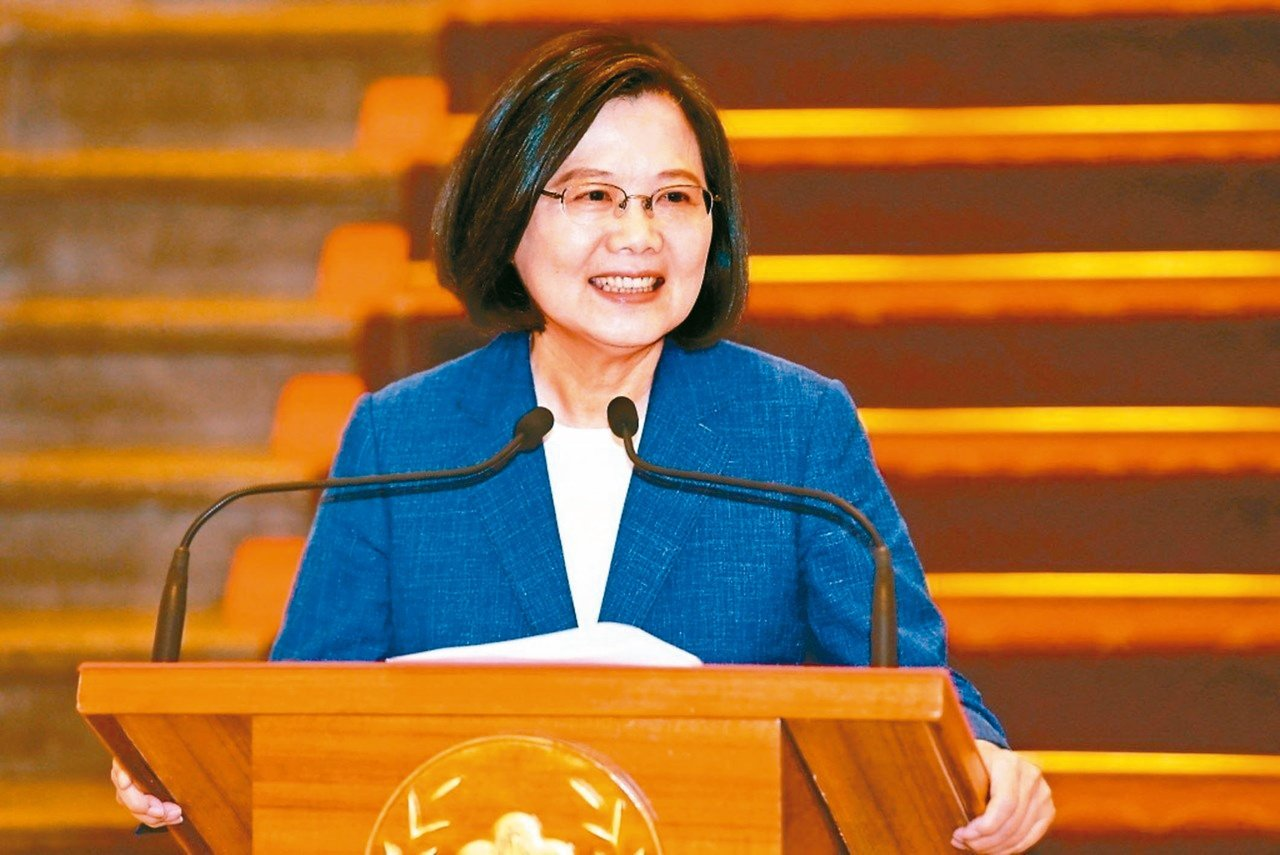 蔡英文總統表示,對她來說,希望能夠團結所有可以團結的力量,她要團結的是一般說的台...