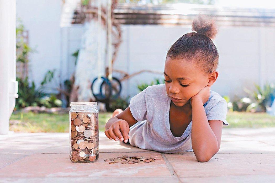 零用錢永遠是親子之間的問題,不論科技介入親子關係多深,孩子仍然要錢,父母則永遠端...