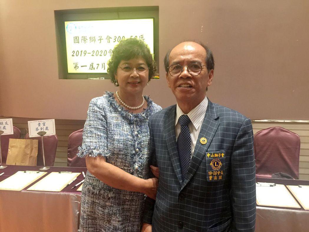 2019-2020中山獅子會會長曾南國(右)與夫人合影。 楊鎮州/攝影