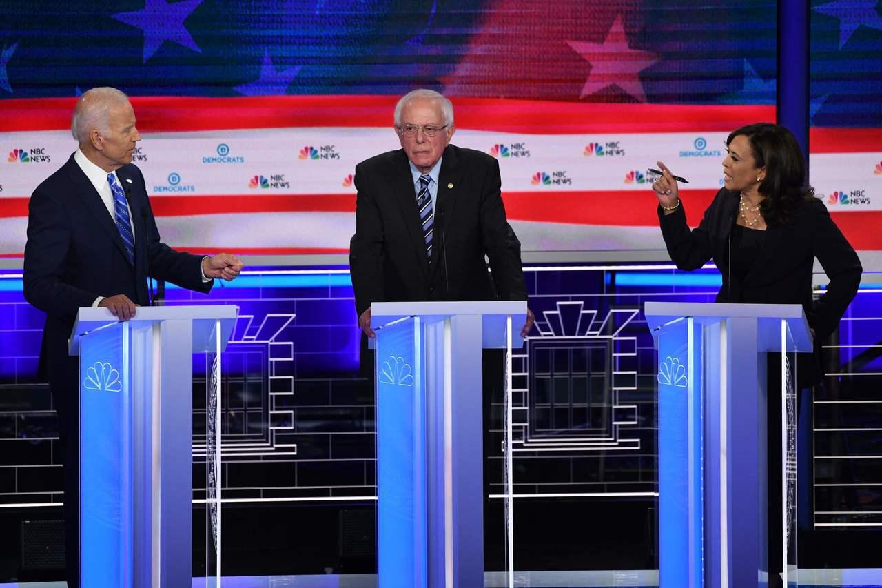 民主黨總統參選人白登(左)與賀錦麗(右)在第二場辯論仍然分在同一組,圖為兩人在上...