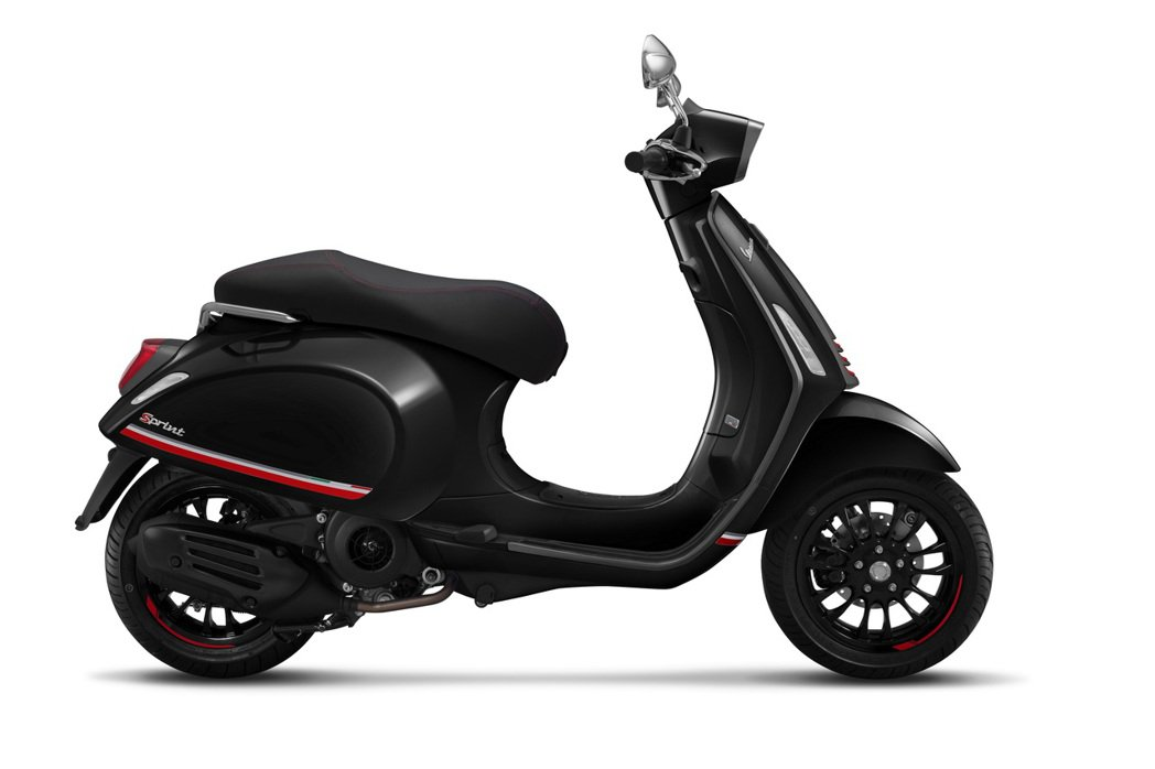 Vespa Sprint Carbon紳士黑魅力回歸。 圖/Vespa提供