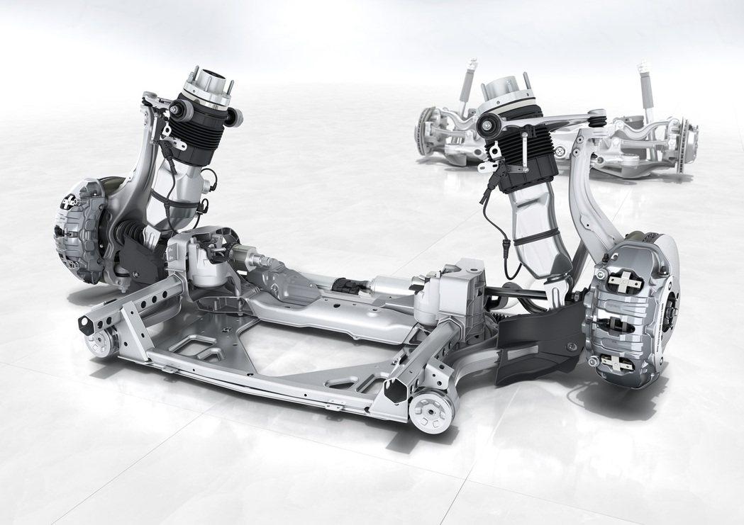 「Porsche Panamera 十年淬藏套件」在傳動與底盤部份升級為氣壓式懸...