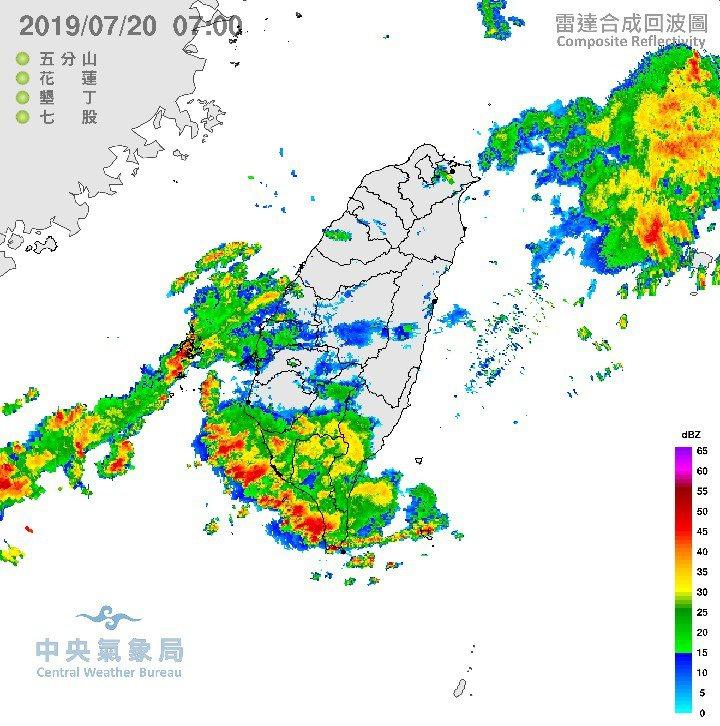 中央氣象局副局長鄭明典在臉書表示,雨勢會逐漸增大,中南部今天還有一波大雨,路上請...