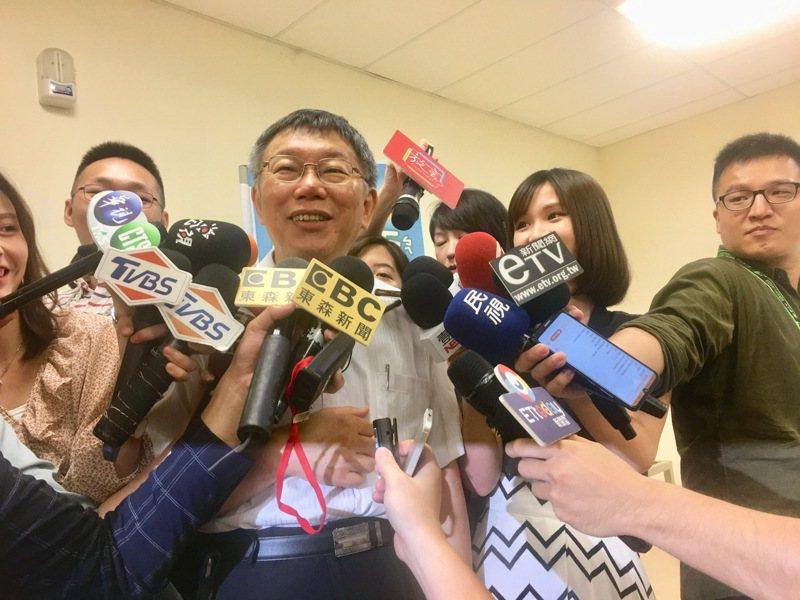 台北市長柯文哲早上參加「獺獺盃團圓派對暨親子館聯合運動會」後接受媒體聯訪。記者魏莨伊/攝影