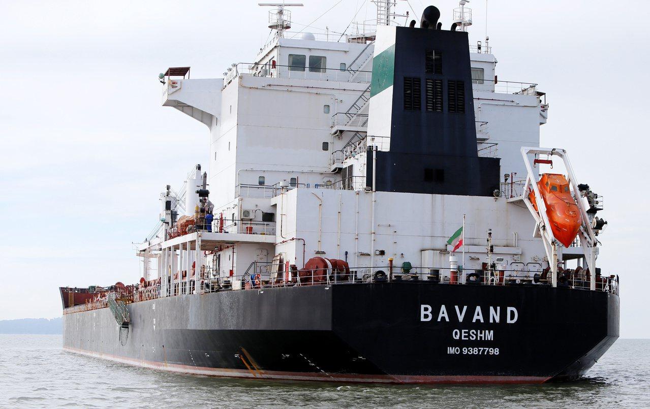 兩艘伊朗船隻因為缺乏燃料,無法返回伊朗,困在巴西數周。路透