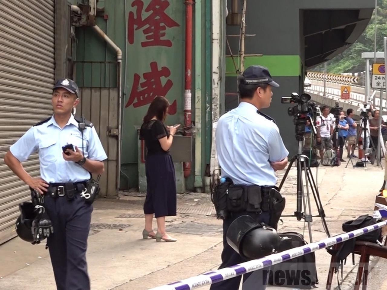 香港警方20日早晨在荃灣一座工廠大廈發現大批爆炸品。(香港電台)