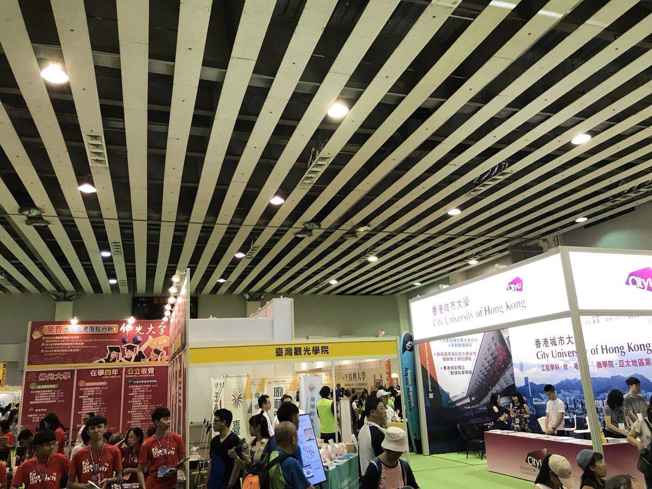 大學博覽會在台大體育館舉行。記者潘乃欣/攝影