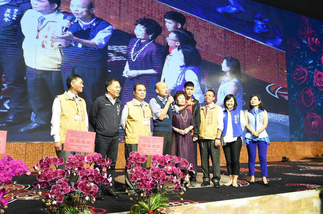 高雄市長韓國瑜昨晚參加到餐飲工會聚會,還上台致詞。記者劉學聖/攝影