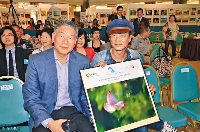 任達榮(左)是香港明星任達華的兄長,曾任香港警務處副處長(DCP,分管行動),已...