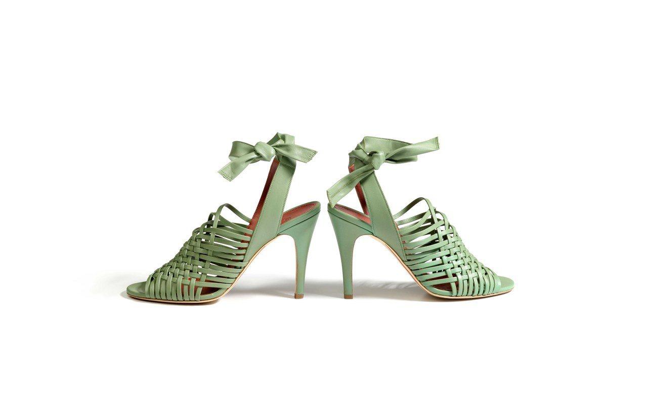 張鈞甯選穿的Loro Piana Kristin小羊皮涼鞋,售價34,700元。...