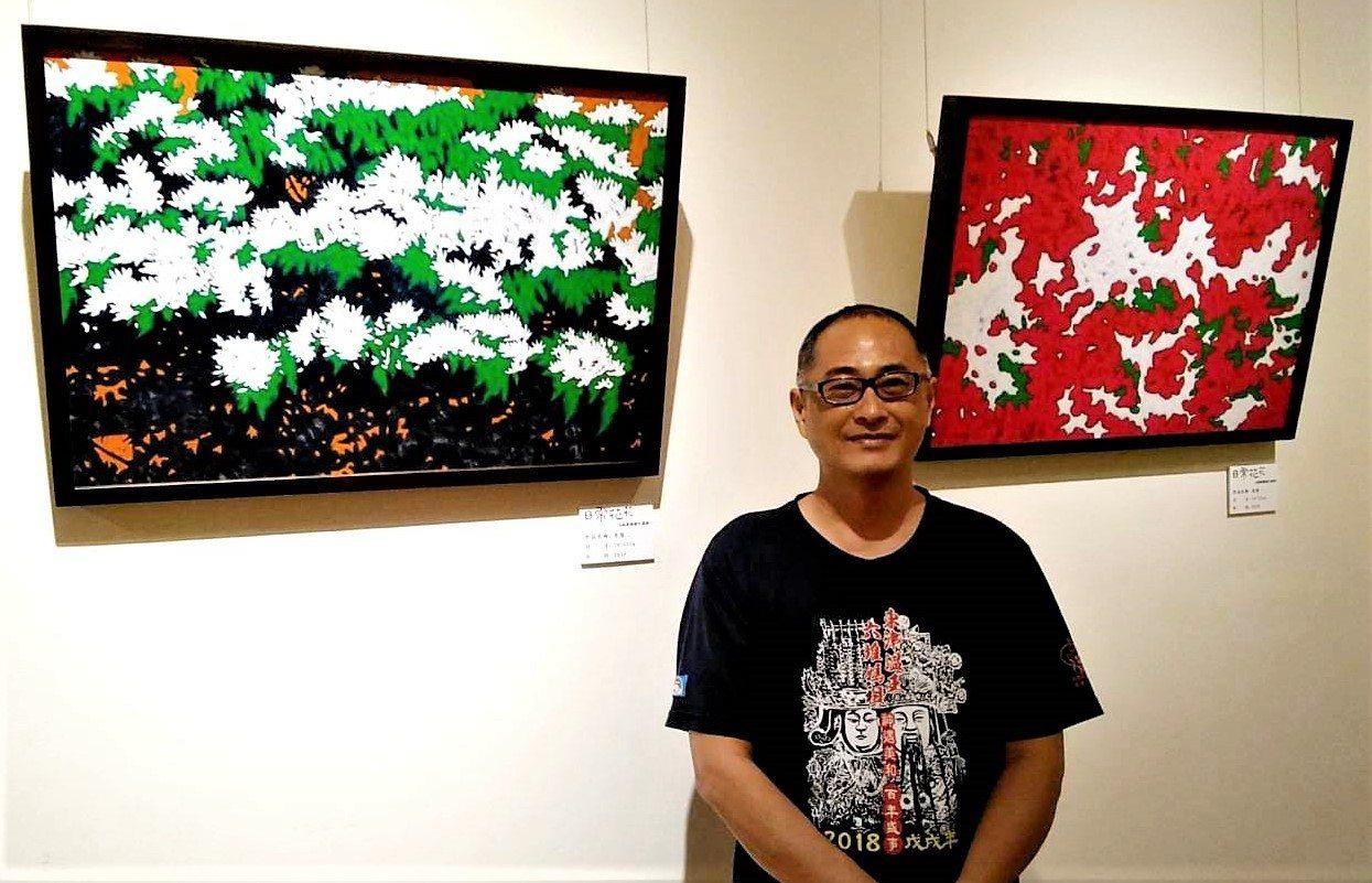 來自黑鮪魚故鄉屏東縣東港鎮的畫家莊家勝,今天在屏東美術館舉辦「日常•花花」創作個...