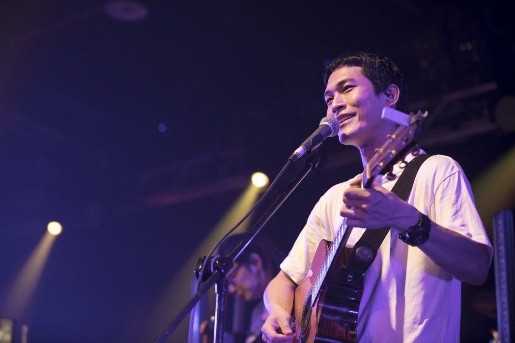 宇宙人吉他手阿奎。圖/相信音樂提供
