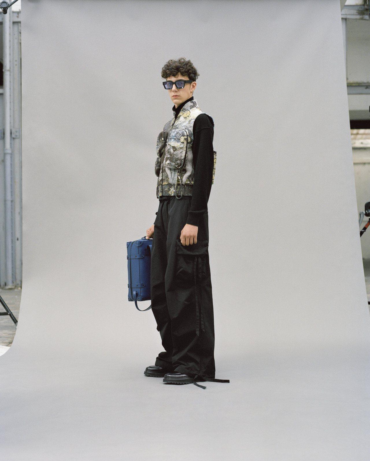 2020早春的服裝印花運用沙漠迷彩或是木紋打造。圖/LV提供