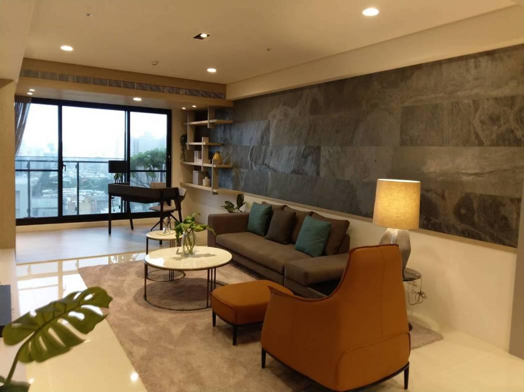 位在高雄市二聖路上的「國泰聚」大樓住宅預定7月28日公開。記者謝梅芬/攝影