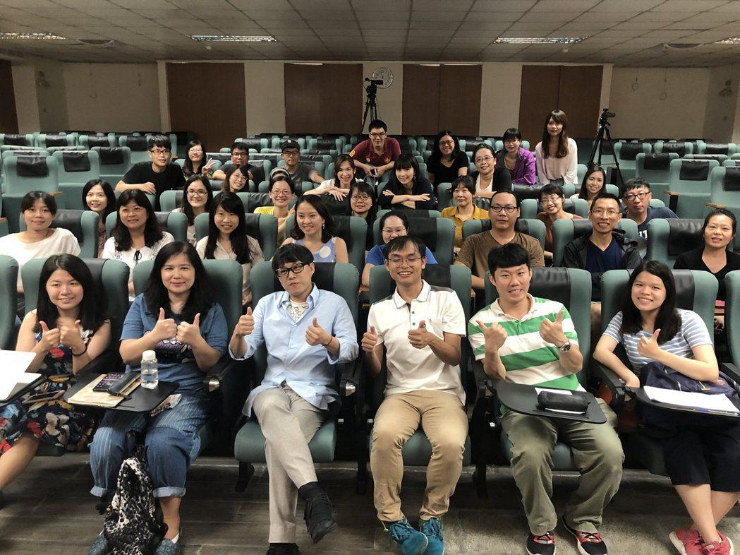 林夕來台灣開班授課教創作。圖/詠聯文創科技提供