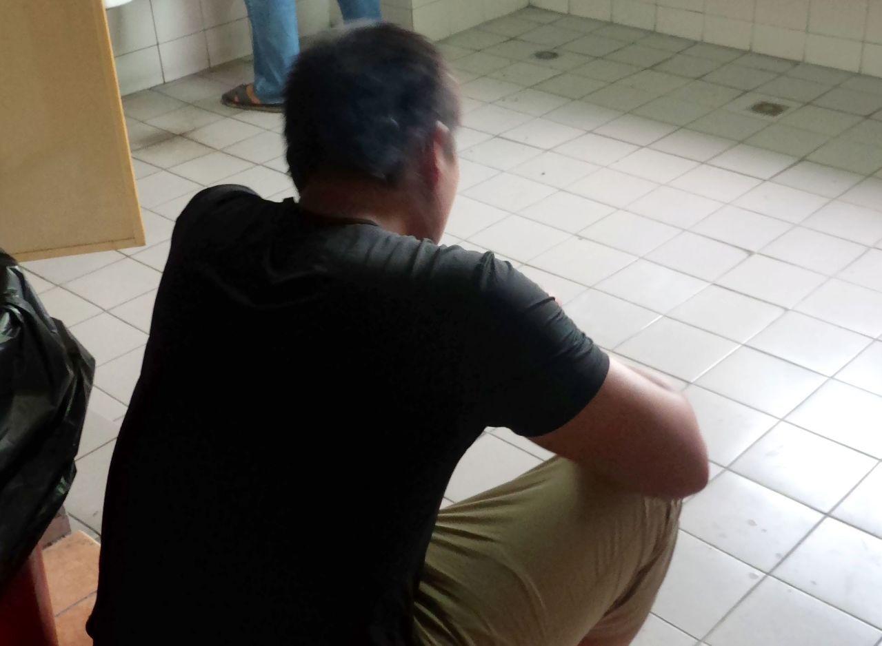 警方在不到12小時內,逮捕涉嫌搶檳榔攤的洪姓男子,並在他住處搜出毒品。記者林保光...