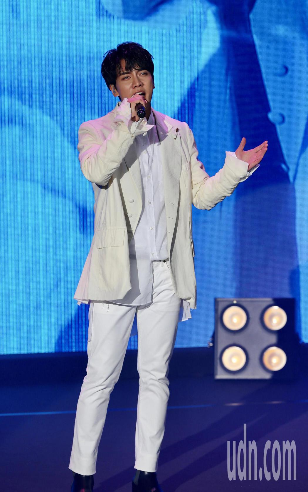 韓星李昇基來台舉辦粉絲見面會,一開場便帶來抒情歌曲。記者許正宏/攝影
