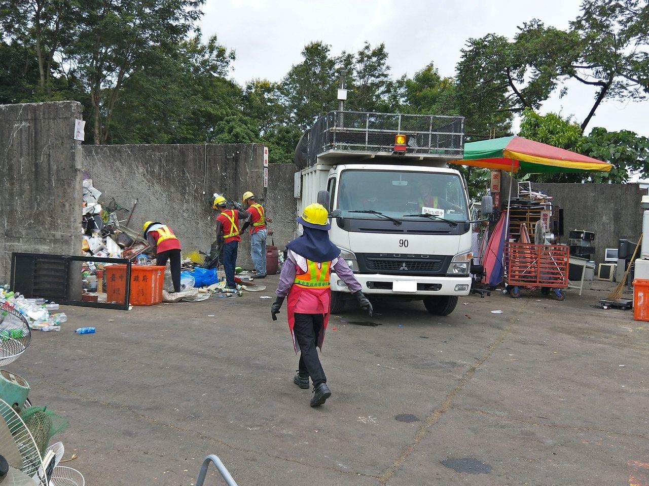 台中市太平區清潔隊的資源垃圾回收細分34項,因分類細又清楚,回收商就願意以較好價...
