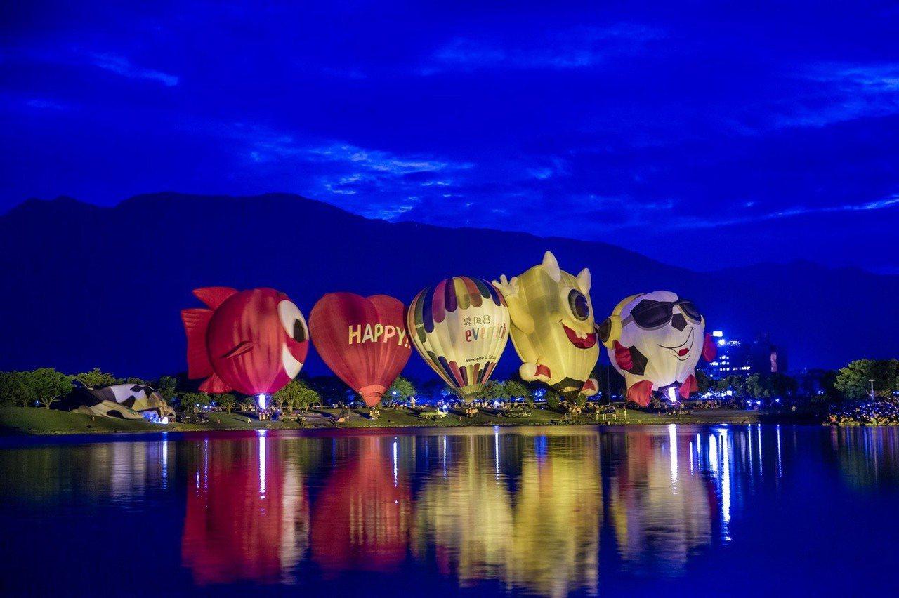 2019台灣熱氣球嘉年華第四場光雕音樂會,今天(20日)晚上7時,在池上大坡池舉...