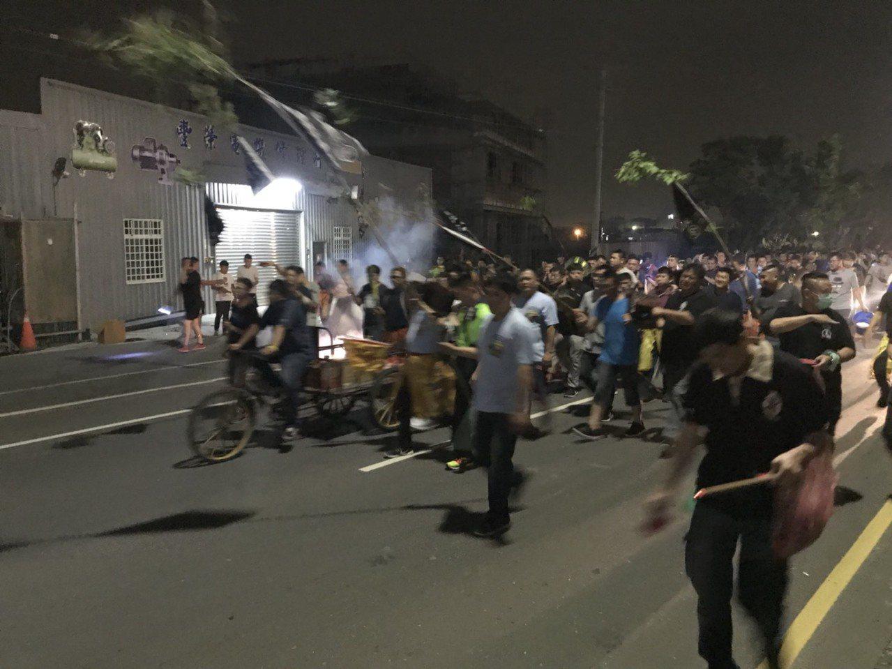 「送肉粽」是彰化沿海數百年來的習俗,針對上吊身亡者透過「送肉粽」科儀,請法師或專...