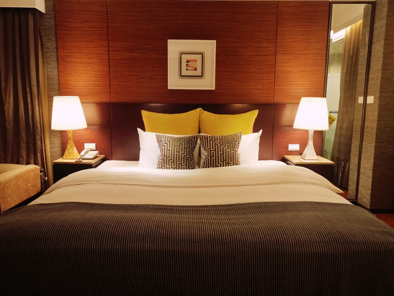 漾館時尚溫泉飯店的客房色調溫馨沉穩,搭配室內獨立的溫泉池,提供旅客心靈洗滌的私密...