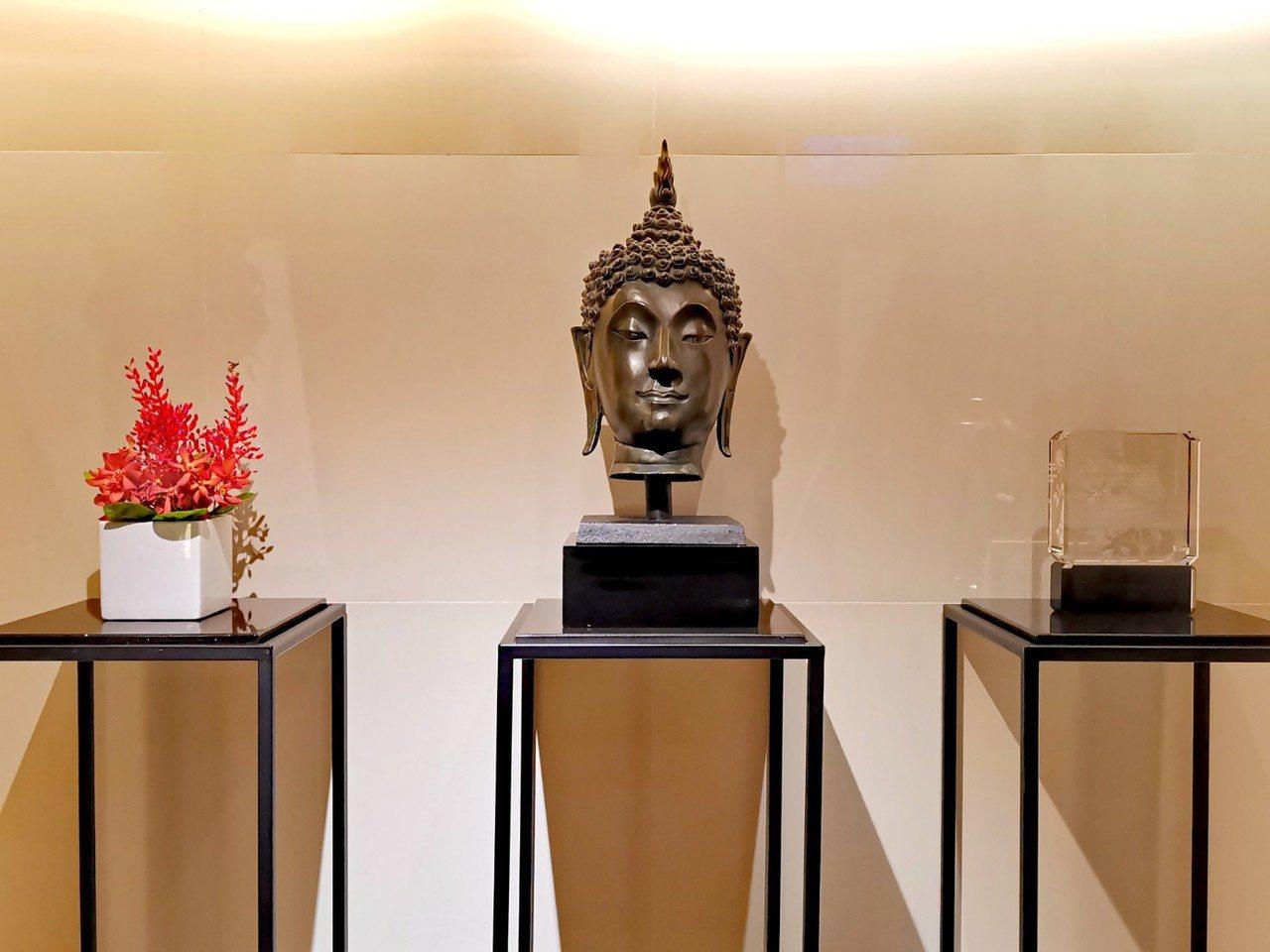 漾館時尚溫泉飯店用佛像作為室內規劃設計的元素,表現出飯店的文明底蘊。記者韓化宇/...